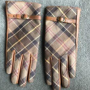 Barbour women's gloves.